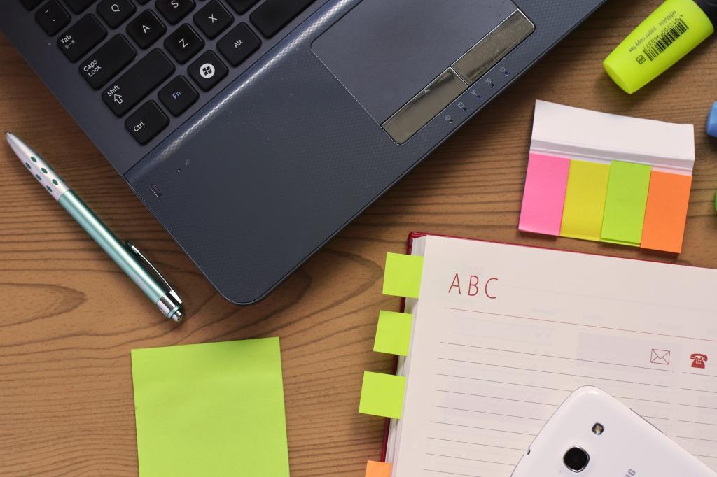 desk-notebook-notes-3059