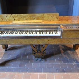 graj na pianinie