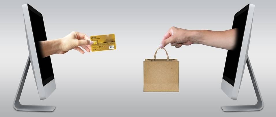 robienie zakupów w Internecie