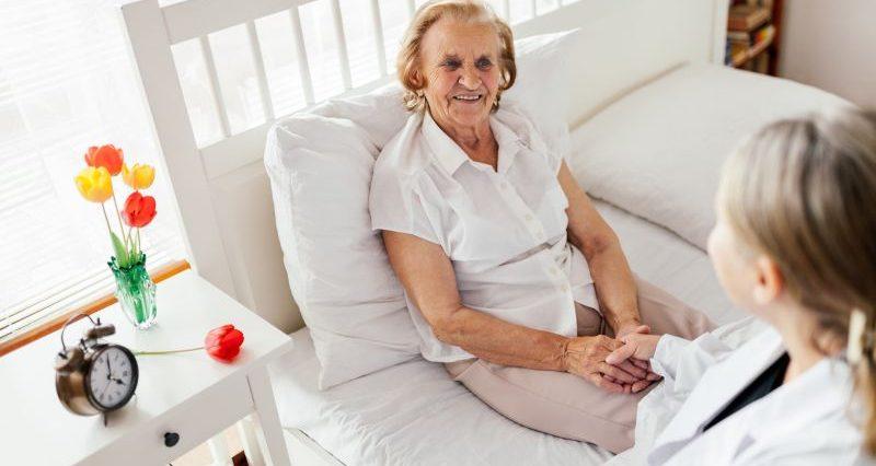 Opieka nad starszymi osobami