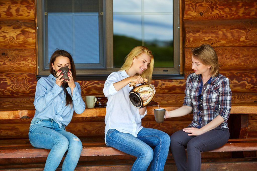 kobiety pijące herbatę
